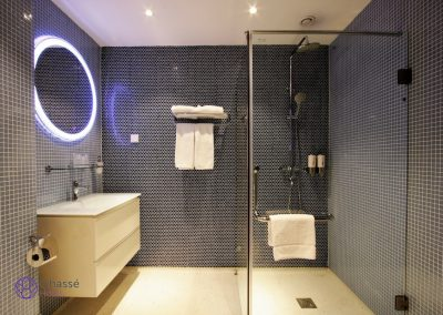 Standard room bathroom 2