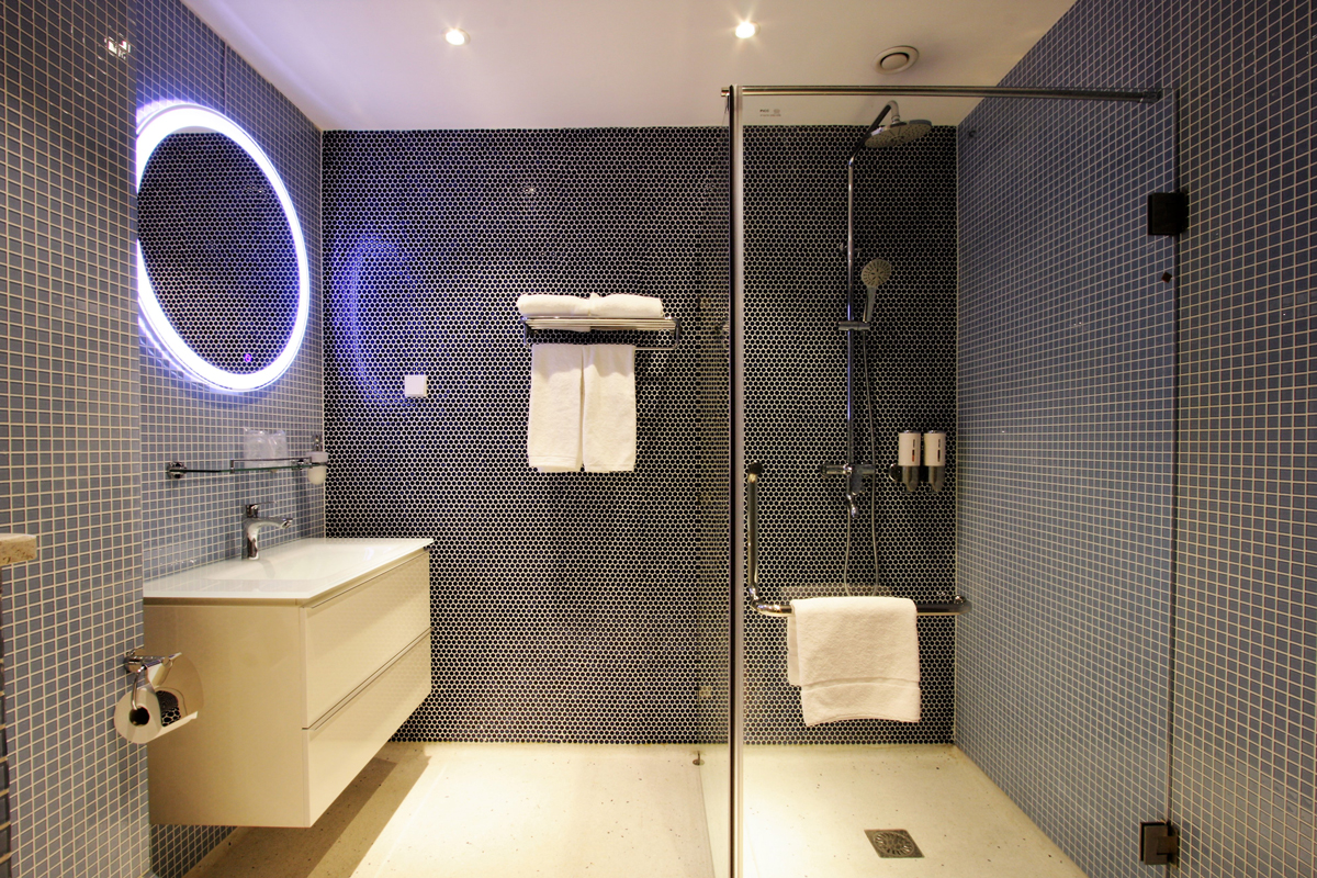 Standard Double Room Bathroom Chassé Hotel Amsterdam