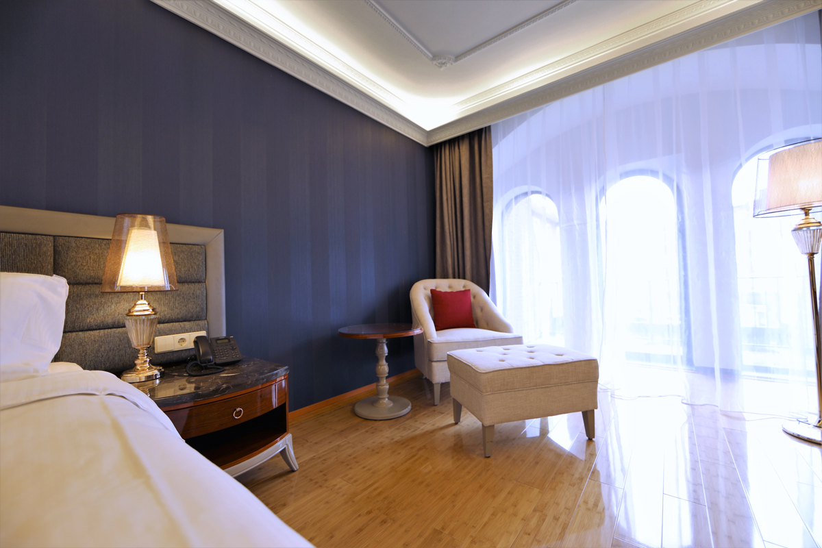 Superior-Double-Room-Secondary-Room-View-Chasse-Hotel-Amsterdam