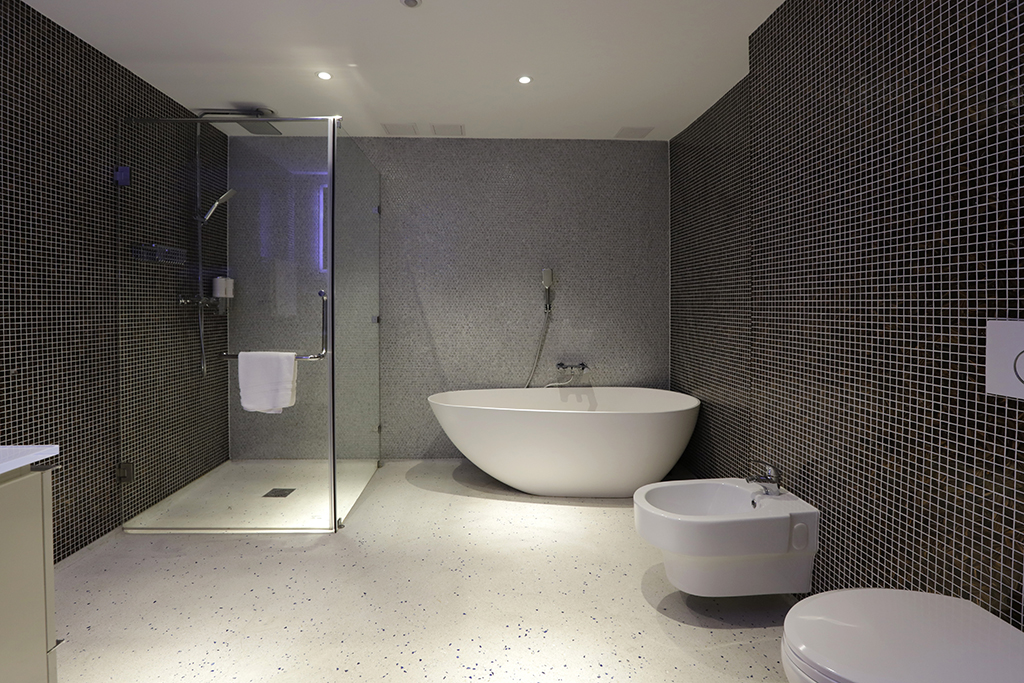 Chasse-Hotel-Amsterdam-Luxury-Suite-picture-of-bathroom